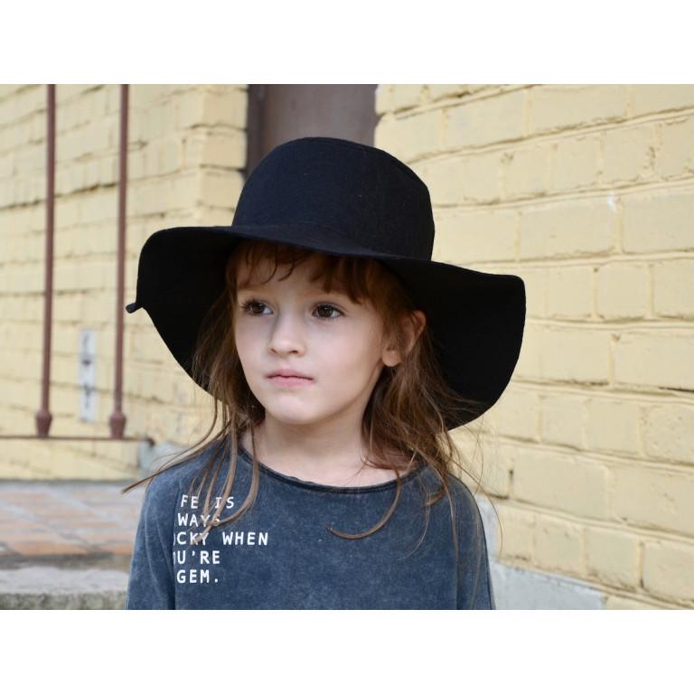 Шляпа без аппликации, черная